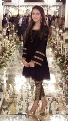 Indian pakistani velvet short kurti with brocade pants emblished with zardozi hand work Designer Party Wear Dresses, Kurti Designs Party Wear, Indian Designer Outfits, Indian Outfits, Salwar Designs, Pakistani Fashion Party Wear, Pakistani Wedding Outfits, Bridal Outfits, Bollywood Fashion