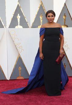 Mindy Kaling arrives on the Oscars red carpet for the Academy Awards wearing an Elizabeth Kennedy dress. Oscar Gowns, Oscar Dresses, Modern Family Quotes, Oscar Fashion, Mindy Kaling, Nice Dresses, Formal Dresses, Bridesmaid Dresses, Wedding Dresses