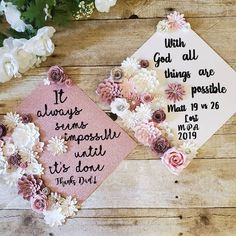 Graduation Cap Toppers, Graduation Cap Designs, Graduation Cap Decoration, Grad Cap, College Graduation Photos, Graduation Diy, Graduation Photoshoot, Cute Birthday Pictures, Mother's Day Background