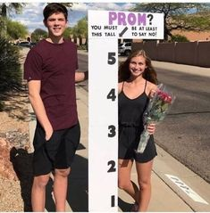 12 Promposal Ideas to Impress and Say Yes to Prom - Hairs Out of Place 12 clever and cute promposal ideas that'll definitely make them say yes! Finding prom ideas doesn't have to be hard, you'll love these promposals! Wedding Posing, Cute Relationship Goals, Cute Relationships, Prom Couples, Cute Couples, Prom Pictures, Best Funny Pictures, Funny Promposals, Mein Seelenverwandter