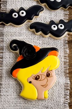 Want to make some cute witch cookies for Halloween? These sugar cookies decorated with royal icing are easy to make and will cast a spell on your goblins. Chocolate Marshmallow Cookies, Chocolate Chip Shortbread Cookies, Toffee Cookies, Halloween Food For Party, Halloween Cookies, Halloween Treats, Happy Halloween, Fall Treats, Spooky Halloween