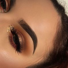 """One more of yesterday's look! Can't wait to create something for New Years. ✨ • eyes: @anastasiabeverlyhills #modernrenaissance palette using the shades burnt orange, raw sienna, red ochre, realgar, tempera, primavera, cyprus umber, and @maccosmetics chrome yellow eyeshadow single ✨ Lashes are @eylureofficial grand glamor lashes • brows: #anastasiabeverlyhills #abh #dipbrowpomade in """"Soft Brown"""" 〰 #anastasiabrows • face: @marcjacobs re(Marc)able full coverage foundation highlight: b..."""
