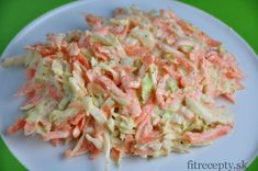Odľahčený, zdravý coleslaw šalát s mrkvou, kapustou, cibuľoua jogurtom Clean Recipes, Cooking Recipes, Healthy Recipes, Coleslaw Salat, No Salt Recipes, What To Cook, Bon Appetit, Salad Recipes, Cabbage