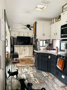 The Kitchen in This Tiny Home on Wheels Is Amazingly Luxurious Tiny House On Wheels Amazingly Home K&; The Kitchen in This Tiny Home on Wheels Is Amazingly Luxurious Tiny House On Wheels Amazingly Home K&; Paul Janson […] Tiny Homes On Wheels Architecture Renovation, Home Renovation, Camper Renovation, Camper Remodeling, Rv Interior Remodel, Remodeling Ideas, Tiny House Living, Rv Living, Mobile Living