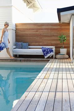 45 Incredible Wooden Deck Design Ideas For Outdoor Swimming Pool 0441 Decks Around Pools, Pool Decks, Pool Fence, Swimming Pool Landscaping, Outdoor Swimming Pool, Landscaping Ideas, Farmhouse Landscaping, Mulch Landscaping, Moderne Pools