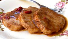 Για το χοιρινό θα βρούμε πολλές συνταγές. Λίγες όμως αφήνουν το κρέας ζουμερό και αυτή είναι σίγουρα μια από αυτές. Τι θα χρειαστούμε; 1½ κιλό χοιρινό, μπο