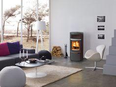 Der Scan 40 gehört zu den klassischen Repräsentanten dänisches Design. Typisch die Details und die verschiedenen Varianten, die den Anspruch auf Persönlichkeit unterstreichen.Wählen Sie zwischen Grau und Schwarz, mit oder ohne Specksteinseiten. Die Ausstattung mit einer Backfachtür macht aus den Scan 40 eine kleine Bäckerei. E Design, Home Appliances, Wood, Home Decor, Trendy Tree, Small Bakery, Danish Design, Fireplace Heater, Grey