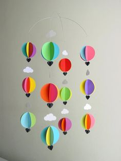 Etsy の Baby Mobile-Hot Air Balloons & by youngheartslove