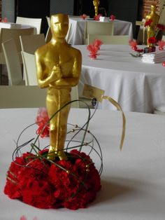 Centre de table oscar th me cin ma fleurs calla rouge mariage pinterest - Centre de table cinema mariage ...