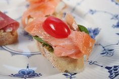 We do love smoked salmon in our house, and it makes for great appetizers or snacks. Salmon is also fairly easy to combine with other ingredients, as long as you keep the taste influences light so as not to overpower the subtle fish taste. It works pa With the recipes and cocktails you'll find in Awesome Appetizers… you can indulge in the best party foods and drinks, without paying for it later.  mikiesinfomall.com