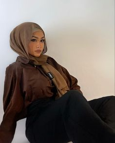 Muslim Fashion, Ootd Fashion, Modest Fashion, Fashion Outfits, Hijab Look, Outfit Look, Mode Inspiration, Scarf Styles, Latest Fashion For Women