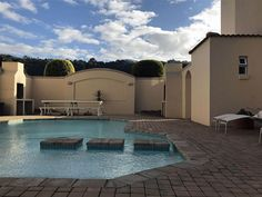 Unit 25 Greenpoint Mews - A lovely airy three-bedroom apartment in Plettenberg Bay that has been decorated with interesting collectables. The unit is ideal for a holiday break, being close to beaches, shops and restaurants.