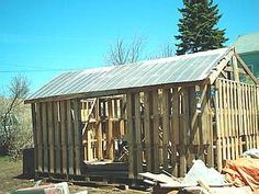 Building a Wood Shed from recycled wooden pallets