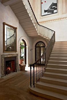 A shining example of luxury interior design by Rose Uniacke. Pimlico House experienced a total renovation and is now one of the 'loveliest houses in London'. London Townhouse, London House, Luxury Interior Design, Home Interior, Contemporary Interior, Beautiful Interiors, Beautiful Homes, Beautiful Space, Ad Architectural Digest