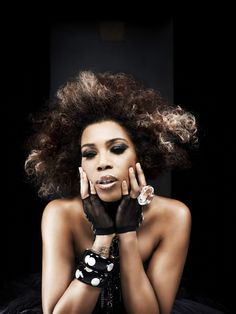 See Macy Gray pictures, photo shoots, and listen online to the latest music. How To Grow Natural Hair, Natural Hair Styles, The Sellout, Working At Mcdonalds, Grey Pictures, Macy Gray, Old School Music, Neo Soul, Female Singers