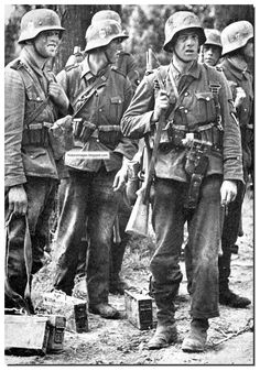 HISTORY IN IMAGES: Pictures Of War, History , WW2: Waffen SS: WW2 Elite Highly Motivated Fighting Machine (LARGE IMAGES)