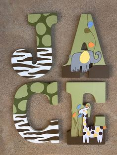 Lettere in legno Safari animale oasi lettere Safari Nursery - Baby Shower Food For Girl, Boy Baby Shower Themes, Safari Nursery, Safari Theme, Wood Letters, Baby Letters, Painted Letters, Wood Initials, Animal Letters