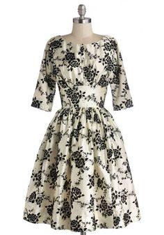 Retro Style holiday dress. Love!