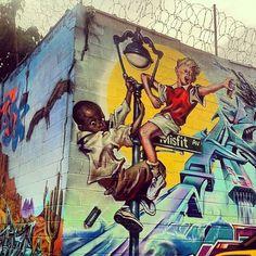 """"""" Viser la lune, ça m'fait pas peur..."""" ( Amel Bent ) / Street Art."""