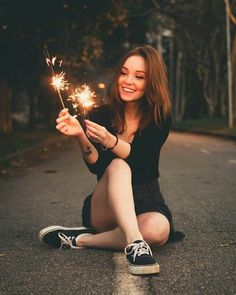 18 Ideas For Photography Poses Graduation Portrait Ideas Tumblr Photography, Girl Photography Poses, Creative Photography, Photography Lighting, Sparkler Photography, Lake Photography, Photography Lessons, Photography Contests, Photography Backdrops