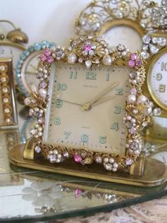 pretty jeweled clock - great for romantic, shabby, or cottage style Vintage Jewelry Crafts, Old Jewelry, Jewelry Art, Jewelry Frames, Vintage Jewellery, Emerald Jewelry, Silver Jewellery, Antique Jewelry, Old Clocks