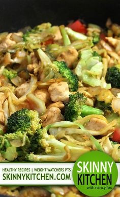 (New) Deliciously Skinny, Chicken and Veggie Stir-Fry. It's fabulously healthy and has the most delicious sauce! Each 2 cup serving has 267 calories, fat and 7 Weight Watchers POINTS PLUS.skinnykitchen… Source by tracywiygul Healthy Recipes, Ww Recipes, Healthy Cooking, Asian Recipes, Healthy Eating, Cooking Recipes, Healthy Food, Lunch Recipes, Points Plus Recipes