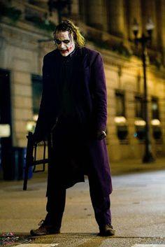 I love that Christopher Nolan took this picture of Heath Ledger .Photo by Christopher Nolan. Batman Arkham City, Gotham City, Le Joker Batman, Joker Y Harley Quinn, Der Joker, Joker Art, Joker Pics, Batman Robin, Joker Dark Knight
