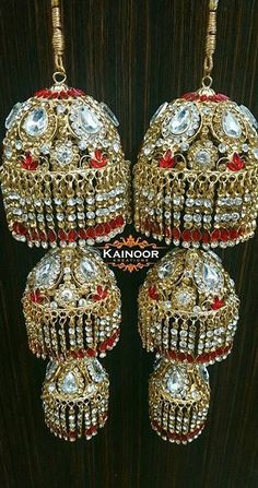 Kaleeray. Originate from the old punjabi word kaleer meaning girl. These were originally coconuts tied to the arms of the bride on the way to her new home as the journey was often long and between villages. This was done to ensure she wouldnt be hungry. It soon evolved into jewellery shape and is a Punjabi tradition practiced by all types of punjabis.