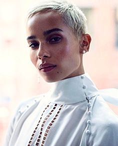 Actress Zoe Kravitz graces the June 2017 cover of The Edit from Net-a-Porter. Photographed by Stas Komarovski, the blonde beauty poses in a white lace… Short Pixie Haircuts, Pixie Hairstyles, Short Hair Cuts, Short Hair Styles, Natural Hair Styles, Blonde Pixie, Blonde Beauty, Hair Beauty, Zoe Kravitz Style