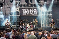 Promo videót készített a Bang Bang zenekar a 'Tíz' címet viselő új dalára, mely a hamarosan megjelenő, jelenleg a végső keverési és masterelési stádiumban járó 'Rideg hely' c. EP-n is szerepelni fog. A zenekar április 30-án Hooligans vendégeként nyithatta meg a szezont a Barba Negra Trackben. http://rockerek.hu/promovideot_keszitett_a_bang_bang_a_hamarosan_megjeleno_ep_elofutara.html
