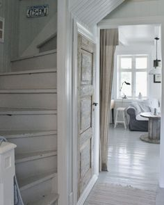 Mias Interiør / New Room Interior / Interiørkonsulent Maria Rasmussen White Rooms, White Walls, White Stairs, Room Interior, Interior Design, White Furniture, Dream Decor, Beach House Decor, White Decor