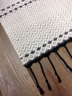 Off white cotton rug handmade on loom. Ivory and gray by MareMaa