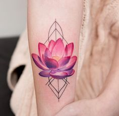 The trend of watercolor tattoos has gained substantial popularity over last few years. The major distinction between such tattoos ideas will be the vibrant look and a unique style. There is a huge diversity among different watercolor tattoos designs. Lotusblume Tattoo, Tattoo Trend, Tattoo Motive, Back Tattoo, Body Art Tattoos, Small Tattoos, Pink Tattoos, Tattoo Ideas, Tatoos