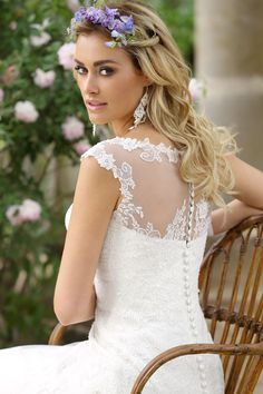 Mariages Bruidsmode heeft een grote  veelzijdige collectie bruidsmode, zowel romantisch, klassieke als moderne eigentijdse bruidsjurken in elke prijsklasse.