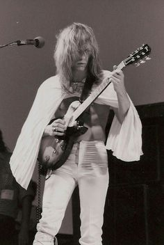 Steve Howe of Yes First guitarist to be inducted into the Rock and Roll Hall of Fame, while still being a member of Progressive Rock group Yes. Sound Of Music, Music Love, Rock Music, Rock Roll, Pink Floyd, Steve Howe, Psychedelic Bands, Rock And Roll History, Les Paul Jr