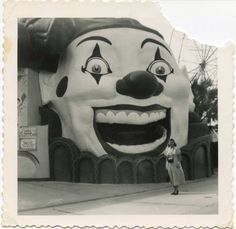 "freaky - Old ""found"" photo of the clown at Pontchartrain Beach in New Orleans. Oh do I remember this! Le Clown, Creepy Clown, Creepy Carnival, Creepy Circus, Creepy Art, Creepy Halloween, Vintage Photographs, Vintage Images, Mime"