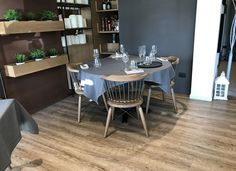 Pavimento vinilico SUNNY OAK Modern Flooring, Dining Table, Alaska, Connect, Restaurants, Design, Furniture, Home Decor, Parquetry