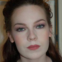 Eye Makeup Tips.Smokey Eye Makeup Tips - For a Catchy and Impressive Look Hooded Eyelids, Hooded Eye Makeup, Eye Makeup Tips, Smokey Eye Makeup, Skin Makeup, Makeup Ideas, Smoky Eyeshadow, Deep Set Eyes Makeup, Makeup For Green Eyes