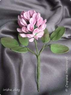 How to make flowers of clover - crazzy crafting Felt Flower Bouquet, Felt Flowers, Diy Flowers, Fabric Flowers, Paper Flowers, Flower Crafts, Flower Art, Felt Crafts, Diy And Crafts