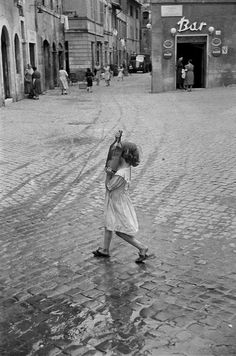 howtoseewithoutacamera:  by Henri Cartier-Bresson Rome, 1952.