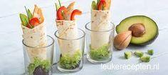 mini wrap with chicken Picknick Snacks, Tea Snacks, Snacks Für Party, Healthy Snacks, Healthy Recipes, Shot Glass Appetizers, Yummy Appetizers, Appetizer Recipes, Falafel Wrap