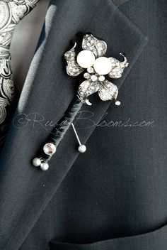 Crystal Pearl Groom Brooch Boutonniere. Groom Broach Boutonniere, Silver Grey Pin. Best Man Crystal Pearl Pin, Brooch Bouquets, Ruby Blooms
