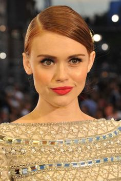 The 12 Best Beauty Moments from the 2013 MTV VMAs: Holland Roden's Coral Kisser