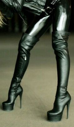 If the footprint shows your entire foot, then you are said to have a flat arch o… - Kniehohe Stiefel Thigh High Boots Heels, Platform High Heels, Black High Heels, Heeled Boots, Women's Heels, High Leather Boots, Black Leather Gloves, Crotch Boots, Sexy Boots