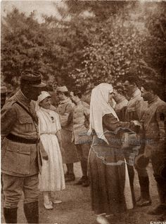 Regina Maria în vizită la sanatoriul Carpaţi, august 1917 Romanian Royal Family, Descendants, Edinburgh, Royals, Queen, History, Painting, Home, Gotha