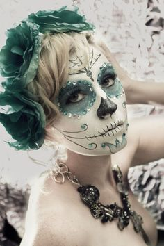 There are so many of Halloween makeup ideas you can choose for upcoming Halloween party. We share Halloween makeup outstanding pictures. Halloween Makeup Sugar Skull, Sugar Skull Makeup, Sugar Skull Art, Halloween Skull, Halloween Make Up, Sugar Skulls, Skeleton Makeup, Candy Skulls, Halloween Skeletons