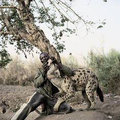 pieter-hugo-the-hyena-and-other-men-mallam-galadima-ahmadu-with-jamis-nigeria-2007