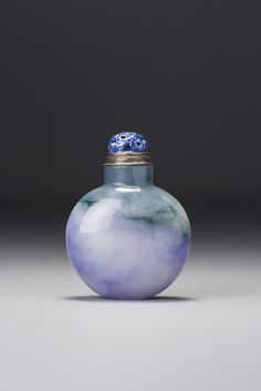 A LAVENDER JADEITE SNUFF BOTTLE QING DYNASTY, 18TH / 19TH CENTURY