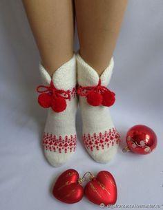 Knitted Slippers, Wool Socks, Slipper Socks, Knitting Socks, Baby Knitting, Baby Girl Dress Design, Baby Mittens, Bootie Sandals, Cute Socks