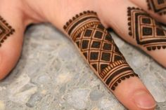 No photo description available. Mehndi Designs Book, Finger Henna Designs, Indian Mehndi Designs, Mehndi Designs For Girls, Mehndi Designs For Beginners, Modern Mehndi Designs, Mehndi Design Pictures, Wedding Mehndi Designs, Mehndi Designs For Fingers
